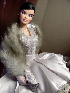 FR 'Red Carpet' Veronique in silver satin and fur Fashion Royalty Dolls, Fashion Dolls, Girl Fashion, Fashion Show, Barbie Gowns, Barbie Dress, Barbie Barbie, African American Dolls, Black Barbie