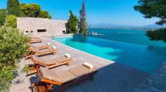 Planning your next holiday? This is your ultimate guide to the best infinity pools in Greece. Resort Villa, Resort Spa, Mykonos Town, Greece Holiday, Hotel Amenities, Tower House, Hotel Spa, Stunning View, Best Hotels