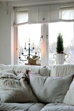 Simple Christmas window display
