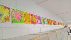 Vaahteranlehdet. Eka lehti oli piirretty valmiiksi, kaksi muuta piti piirtää itse. Tausta väritettiin vahaväreillä, lehti vesiväreillä.