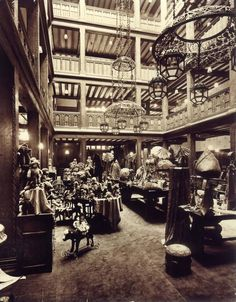 Liberty London 1930s - Double click on the photo to Design & Sell a #travel guide to #London www.guidora.com