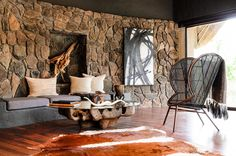 Singita Boulders is a luxury South African safari lodge. Singita Boulders Lodge is located in the game-rich Sabi Sand Game Reserve and offers 12 stylish villas. African Interior, African Home Decor, Boulder Lodge, Safari Home Decor, South African Homes, Casa Cook, Game Lodge, Decoration Inspiration, Design Inspiration