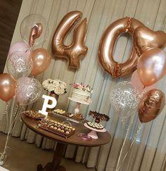 via A paixão por rose gold 😍 Festa surpresa caprichada, cheio de amor! É um prazer enorme fazer… 40th Birthday Party For Women, 40th Birthday Decorations, Gold Birthday Party, Mother Birthday, Fabulous Birthday, 20th Birthday, Birthday Woman, Gold Party, Birthday Party Decorations