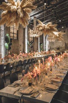 In a bouquet as a backdrop or part of an installation we are obsessed with the versatility of pampas grass. Lilac Wedding, Boho Wedding, Wedding Table, Floral Wedding, Wedding Colors, Fall Wedding, Wedding Reception, Wedding Flowers, Dream Wedding