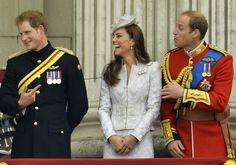 Harry, Kate Middleton e William se divertem (Foto: REUTERS/Toby Melville)