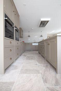 Stone Kitchen Floor, Kitchen Wall Tiles, White Kitchen Floor Tiles, Stone Tile Flooring, Natural Stone Flooring, Kitchen Time, Kitchen Remodel, Decoration, Kitchen Design