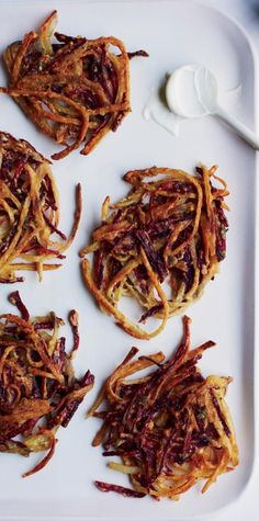 Beet-And-Potato Latkes With Thyme Recipe | http://aol.it/Xgqssi