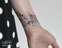벚꽃 타투 by 타투이스트 리버. Cherry Blossom Tattoo. 벚꽃 타투. 꽃 타투. 손목 타투. 여성 타투. 그라피투. 분당…
