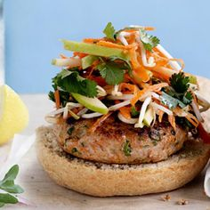 Thai chicken burgers with apple slaw. These chicken burgers are a quick easy dinner that is low in fat, calories, and sugar, but high in protein Apple Recipes, Healthy Recipes, Healthy Food, Protein Recipes, Healthy Dinners, Free Recipes, Healthy Eating, Barbecue Recipes, Burger Recipes