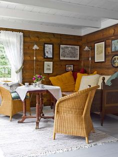 Comfortable and cozy cabin. Rustic Living Room Furniture, Outdoor Furniture Sets, Knotty Pine Living Room, Cabana, Interior Styling, Interior Decorating, Cabin Decorating, Cozy Cottage, Cozy Cabin