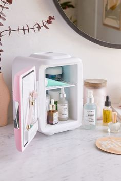 Cooluli Mini Beauty Refrigerator - Make Up Beauty Care, Beauty Skin, Beauty Hacks, Diy Beauty, Beauty Ideas, Beauty Secrets, Face Beauty, Homemade Beauty, Beauty Guide