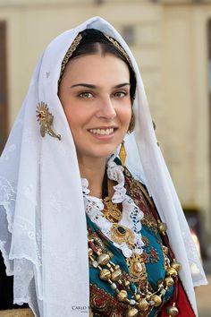 #sardinians #folklore #traditions #Sardinia #Sardinian #People Beauty Around The World, People Around The World, Sardinian People, Costumes Around The World, Folk Clothing, Country Women, Sexy Older Women, Folk Costume, Pure Beauty