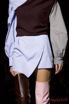 """La marque Jacquemus a présenté sa collection automne/hiver 2016/2017 dans le pavillon spécialement installé pour la fashion week parisienne au sein de l'espace Tuileries. Le nom de la collection """"L…"""