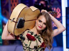 Tocó Sweet Home Alabama con la guitarra al hombro: