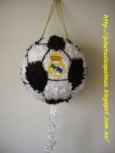 PIÑATAS  LAS PALMAS: Piñata de Balón de Fútbol del Real Madrid Soccer Birthday Cakes, Football Birthday, 10th Birthday Parties, Adult Birthday Party, Boy Birthday, Soccer Theme, Soccer Party, Soccer Ball, Real Madrid