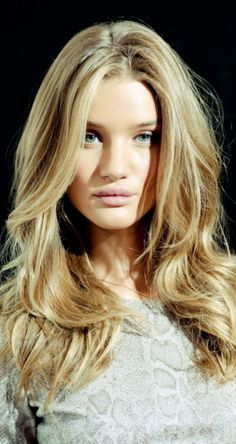 Rosie Huntington Whiteley- love this shade of blonde