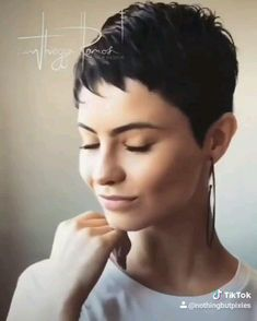 Just a little spin by marcelli cardozo and she spins with a little music by Journey! We love using tik tok to add music to what is already great music. short hair A pixie 360 on marcelli cardozo , we love this short hair videos Super Short Hair, Girl Short Hair, Short Girls, Short Hair Cuts, Asian Hair Pixie Cut, Brunette Pixie Cut, Super Short Pixie Cuts, Short Wavy Pixie, Curly Girl