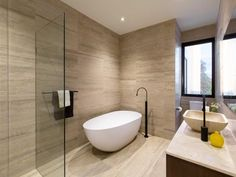 Modern bathroom design with freestanding bath using frameless glass - Bathroom Photo 8767021