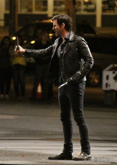 """Colin O'Donoghue filming a scene for episode 5x01 """"The Dark Swan"""" (July 17, 2015)"""