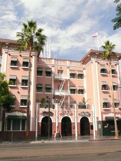 Hudson Apartments - 6533 Hollywood Blvd #Apartment #HudsonApartment #HillviewApartment #Pink #Building #Hollywood #Placestosee #DHmagazine #MondayMotivation