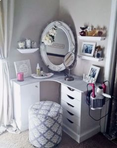 need one of those things for my hair dryer/ straightener. Super Easy Cute and Cheap DIY Makeup Organization Ideas and Hacks For Bathroom And Storage As Well As Vanity and Your Room Or Drawer. Some Of (Diy Vanity Cheap) My New Room, My Room, Girl Room, Home Design, Interior Design, Design Ideas, Room Interior, Design Design, Vanity Room