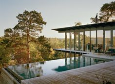 A Contemporary Swedish Hillside Cabin (With An Incredible Infinity Pool! Designed by Andreas Martin-Löf architect. Infinity Pools, Scandinavian Architecture, Scandinavian Home, Colonial Architecture, Hillside House, Hillside Pool, Two Storey House, Nordic Design, Maine House