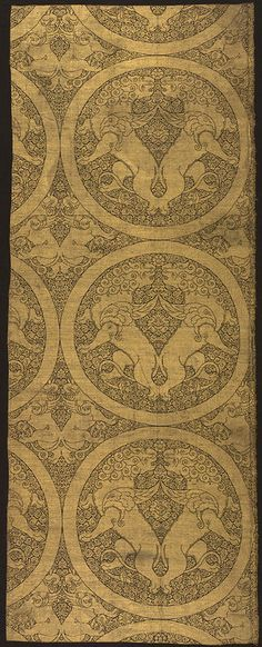Cloth of Gold with Winged Lions and Griffins, ca. 1240–60, Central Asia. Silk and metallic thread lampas; Warp: 48 13/16 in. (124 cm), Weft: 19 3/16 in. (48.8 cm).