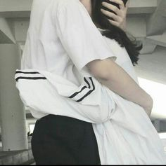 Wakayama Misaki, a girl who happened to be in a band with five other boys! Mode Ulzzang, Korean Ulzzang, Ulzzang Girl, Cute Relationship Goals, Cute Relationships, Cute Couples Goals, Couple Goals, Cute Korean, Korean Girl