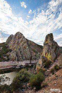Salto del gitano - Parque Nacional del Monfragüe, Cáceres Spain Beautiful Sites, Beautiful Places In The World, Places In Spain, Vs The World, Natural Park, Basque Country, Spain And Portugal, Andalusia, Nature Pictures