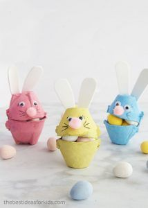 ▷ 1001 + creative ideas for Easter crafts with children-▷ 1001 + kreative Ideen zum Thema Osterbasteln mit Kindern Make colorful Easter bunnies out of egg carton yourself, fill with small candies, Easter gifts for children - Easter Egg Crafts, Easter Art, Bunny Crafts, Easter Bunny, Easter Decor, Easter Eggs, Easter Centerpiece, Easter Food, Crafts For Kids To Make