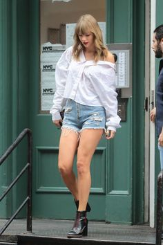 Taylor Swift Gallery, Taylor Swift Web, Taylor Swift Style, Taylor Swift Pictures, Los Angeles Convention Center, Swift Photo, Album Of The Year, Taylor White, Photo L