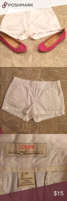 J CREW SIZE 4 SHORTS This is a pair of white j crew shorts  chino style 100% cotton dimensions are. Waist 33 hips 39 inseam 2 1/2 length 11. j crew Shorts Skorts