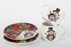 Los motivos navideños son ideales en tus platos y pocillos para que recibas de la mejor manera a tus invitados.
