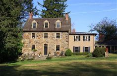 Name that Famous House: Marley & Me.          Based on an owner's memoir of his dog, Marley & Me is a tale about a family and their mischievous yellow Labrador Retriever. When the producers were searching for a picturesque stone house for the flick, they stumbled across this beautiful home in Chadds Ford, Pa.