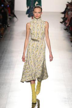 Prabal Gurug mistura luxo e protesto em Nova York - Vogue   Desfiles