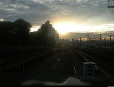 Ocaso    Pôr do sol visto da estação Bresser-Mooca do metrô. São Paulo, Brasil.