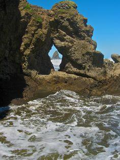 Keyhole Rock, south of Anawhata Beach, towards Paikea Bay, New Zealand. Nz History, Kiwiana, South Island, Small Island, Pacific Ocean, See Through, Fiji, Auckland, New Zealand