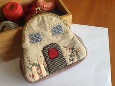 Objetivo cartera con boquilla conseguido, realizado con telas japonesas, el patrón fue de mi invención. Nov-2013.