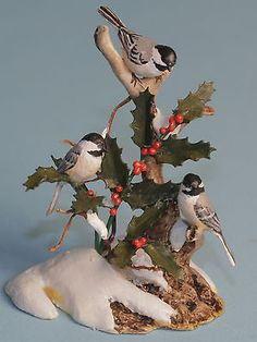 """ARTISAN MARY McGRATH SCULPTURE OF 3 CHICKADEES AND HOLLY DOLLHOUSE MINIATURE 1 1/4"""" TALL"""