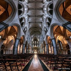 St James Church, photo by Otto Berkeley (Everything London) Amazing Architecture, Architecture Design, Country Barns, Ancient Buildings, Cathedral Church, Church Building, Christian Church, London Photos, Place Of Worship