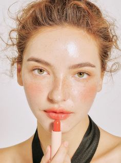 Here's how to rock orange lips all summer long. You need to be rocking orange lips all summer long. This season, go for bold beauty and show your confidence! Here are our suggestions to get you started. Makeup Goals, Makeup Inspo, Makeup Inspiration, Makeup Tips, Makeup Ideas, Makeup Products, Beauty Products, Beauty Make-up, Beauty Hacks
