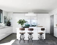 Great vintage bar stools in the Kitchen of Courtney Cox | design by Trip Haenisch, photo by Simon Upton | Elle Decor...