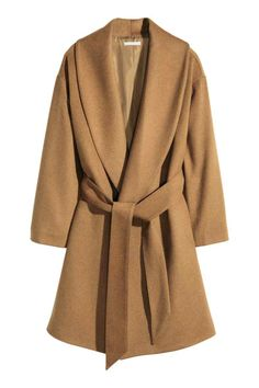 H&M Conscious Coat in a wool blend Colour: Camel Description CONSCIOUS. Gently flared coat in a wool blend with wide shawl lapels, concealed side pockets and a tie belt. The wool content of the coat is recycled. Details Composition Lining: Polyester 100% Wool 58%; Polyester 28%; Acrylic 11%; Other fibres 3% Care instructions Dry-clean only Item nr. 0301881004