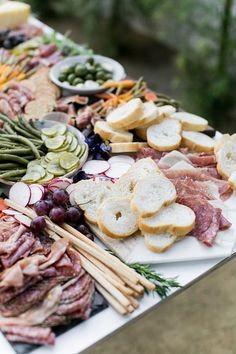 2019 Wedding Trends: 20 Charcuterie Board or Table Ideas 2019 Wedding Trends: 20 Charcuterie Board or Table Ideasoutdoor wedding food ideas with charcuterie tablerosé inspired charcuterie table bar Charcuterie Wedding, Charcuterie Recipes, Charcuterie Board, Antipasto, Nutrition Education, Outdoor Wedding Foods, Outdoor Weddings, Romantic Weddings, Fruit Buffet
