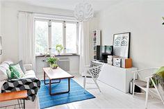 More photos: http://scandidecoration.blogspot.fi/2013/07/city-apartment-meets-granny-style.html