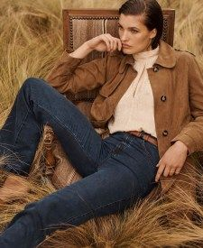 Massimo Dutti looks to the for inspiration with its recent trend guide called, markMemories of a Journey. Model Julia Van Os appears in a fashion shoot… Shades Of Light Blue, Fashion Shoot, Fashion Trends, Neutral Colour Palette, Jacquard Dress, Printed Skirts, 1970s, Spring Fashion, Button Up Shirts
