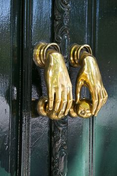 Door knobs and knockers Door Knobs And Knockers, Knobs And Handles, Double Door Handles, Door Handles Vintage, Unique Doors, Door Furniture, Funky Furniture, Interior And Exterior, Sweet Home