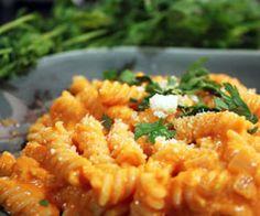 Pasta med rød peberfrugt sauce - opskrift