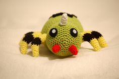 Spinarak - Pokemon Character - Finished plush is 16cm in length - Free Amigurumi Pattern here: http://sabcrochet.blogspot.nl/p/crochet-pattern-spinarak-pokemon.html