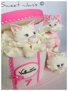 Fabulous Cake Art!!     ~ All Cake ~ 3 Sweet kittens in a hatbox  ~ All edible